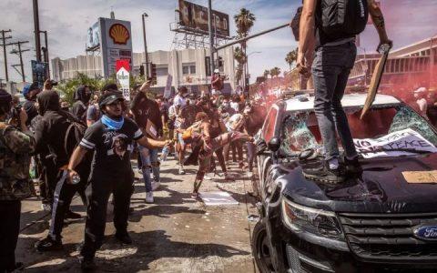 """美国抗议活动蔓延澳洲!成千上万人声援!澳记者在美遭警察暴打,但表示""""很安全""""!"""
