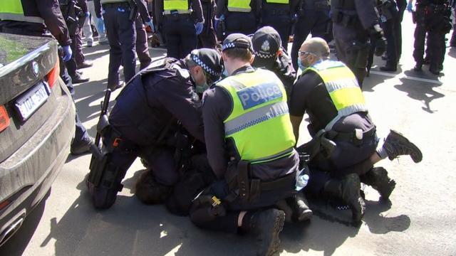 醉了!墨尔本又在抗封锁游行,再这么下去啥时候能解封啊啊啊啊啊啊!