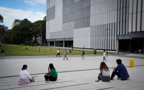 COVID-19期间,新南威尔士大学的班级人数急剧增加。