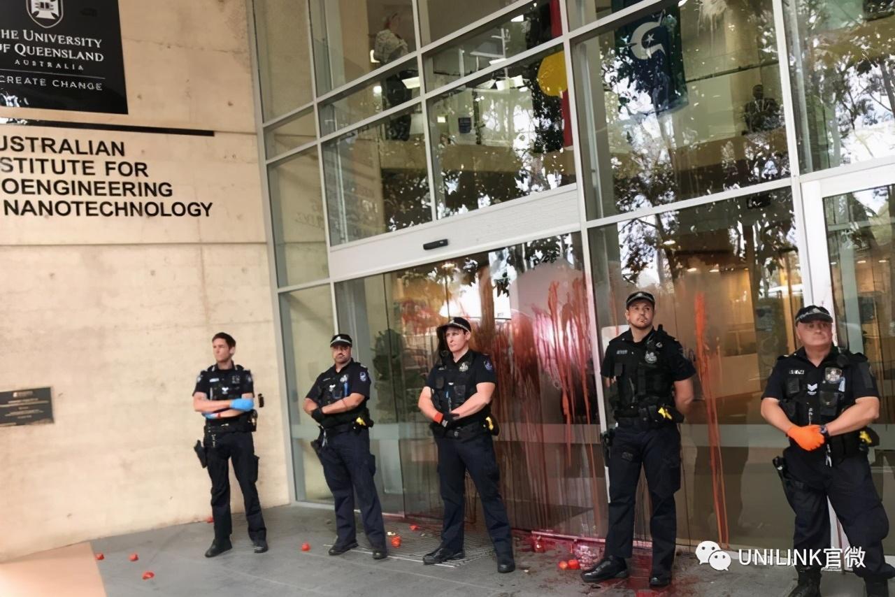 莫里森的专车在昆士兰大学遭抗议人士泼漆!