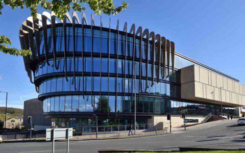 英国哈德斯菲尔德大学(University of Huddersfield)– 排名、专业、申请(本科、硕士和预科)等最新信息